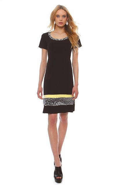 Casual jersey dress in a comfortable line with short sleeves, with border in the color of powder or ivory , at the neckline and sleeves, below the knee, ideal for large sizes