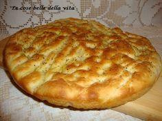 Ottima per accompagnare formaggi e salumi ma anche mangiata a merendahttp://giovanna317.blogspot.it/2014/04/focaccia-allorigano.html