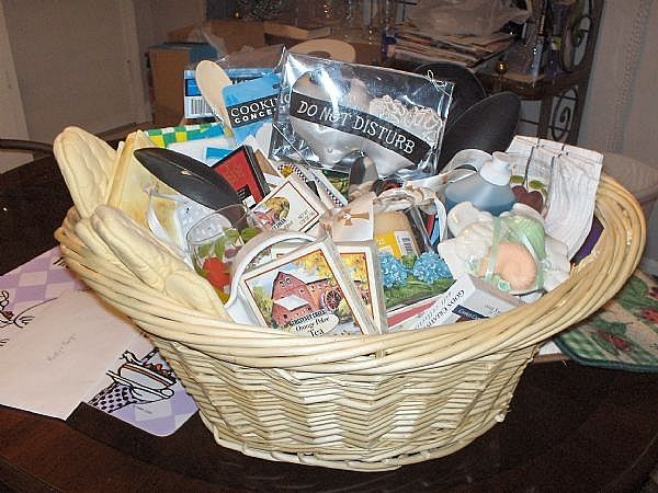 How to make a Wedding Gift Basket for a kitchen