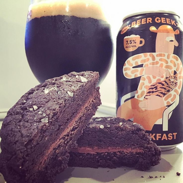 Tonight's #beerpairing is a delicious coffee #stout from @mikkellersd with a Nutella salted sandwich cookie from @se7enbites OMG y'all both are great on their own but together simply wonderful. Damn this is a tasty #craftbeer There was such an amazing array of desserts at se7en Bites that I could go for months and still have a different #beer pairing. @gbbottleshop  is always getting new beer stock for me as well. Happy Friday