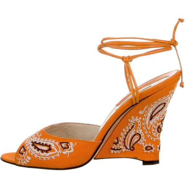 Pre-owned Brian Atwood Desiree Embroidered Wedges ($130) ❤ liked on Polyvore featuring shoes, sandals, orange, orange sandals, orange wedge sandals, wedges shoes, wedge heel sandals and tie sandals