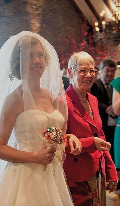 Speciaal bruiloftsmoment voordat hét officiële jawoord gegeven gaat worden. Bij Mereveld kunnen we er geen genoeg van krijgen. #Mereveld Utrecht in TOP 5 populairste trouwlocaties van Nederland!