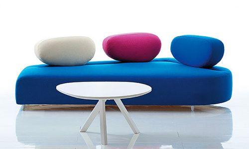 Arredamenti, Mosspink il divano disegnato da Kati Meyer-Brühl...