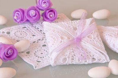 Elegante e delicata, bomboniera all'uncinetto per nozze da sogno... #matrimonio…