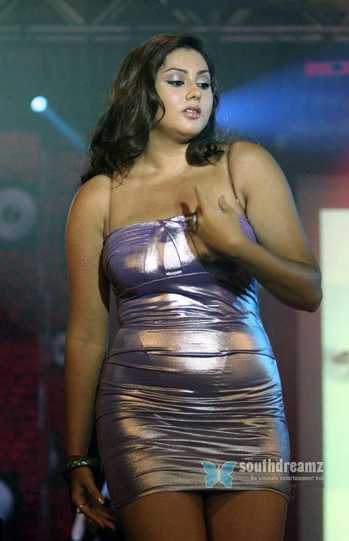 download hq nil gavani ennai kadhali movie sexy namitha wallpapers 3