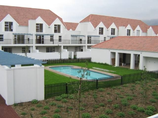 This 2 bedroom apartment is within easy walking distance to the shopping centre & main roads. It offers 2 bedrooms, 1 bathroom and it has an open plan living area & kitchen. There is also a carport. Other features include the security and a communal swimming pool. Call me today for more information. Lease agreement in place of R 3000 per month.