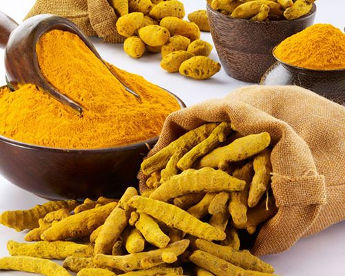 A cúrcuma é um condimento de origem indiana muito utilizado em remédios naturais e possui um poder de cura especial, além de ajudar a emagrecer.