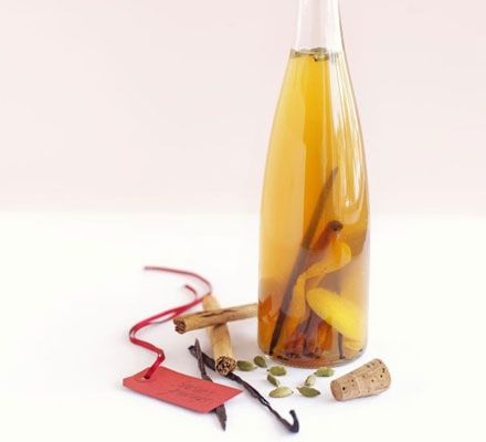 Christmassy version of lemoncello made with oranges and spices