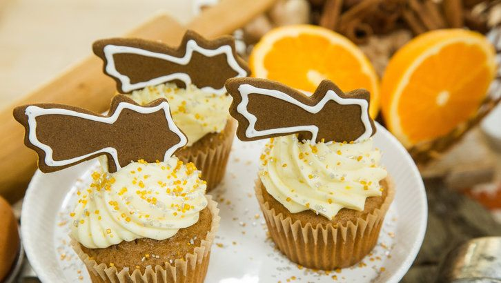 Gingerbread Cupcakes with Christmas Comet Cookies