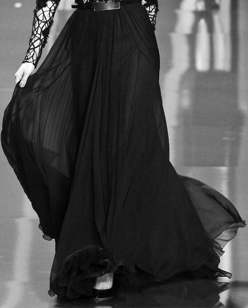 Elegant & flowy black long skirt.   Hijab Fashion ...