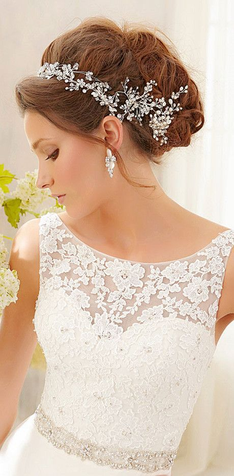 lace wedding dress, wedding dress, gorgeous!!! Shes like a queen,i love the top lace and her hair. http://curllsy.com/