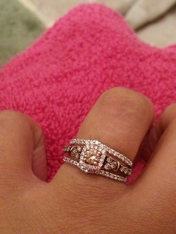 My perfect engagement ring! Le Vian chocolate diamonds on strawberry gold with white gold bands and more diamonds