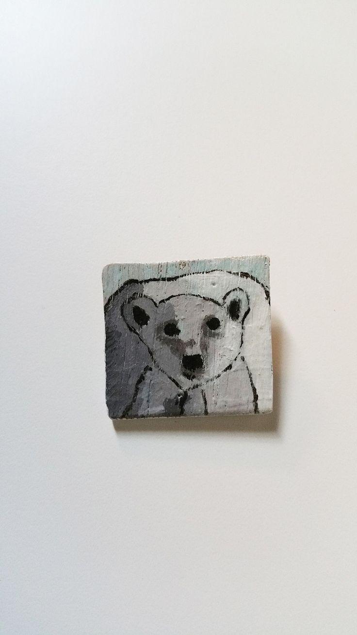 Spilla Orso Bianco : Spille di charlineshop #handmade #fattoamano #spilla #pin  #orso #legno #bianco #freddo #legno dipinto