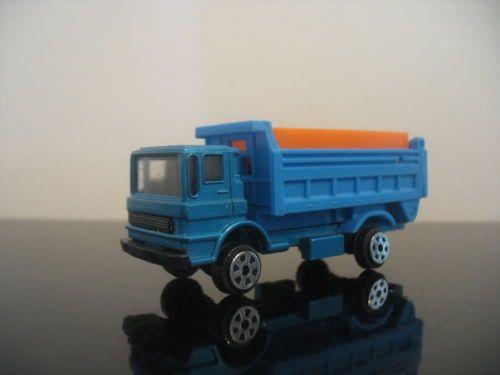 Vintage-Dump-Cargo-truck-Hong-Kong-Pencil-sharpener-diecast-tintoys-die-cast
