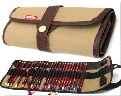 Amicucci - astuccio porta matite/pastelli, 27 tasche normali, 4 tasca grandi, 1 tasca per temperino, 1 tasca per gomma derwent (vuoto)