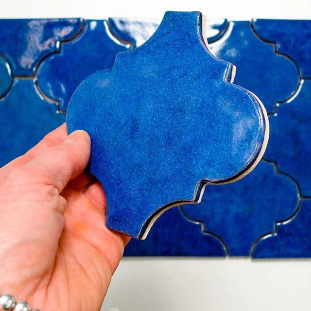 #kafle #ceramika #płytkiceramiczne #tile #handpaintedtiles #kitchenbacksplash #design #designinspiration #azulejos #handmadetiles #arabesque #jumatile
