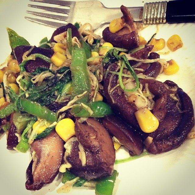 Veggie stir fry : mushrooms, capsicum, corn and cabbage