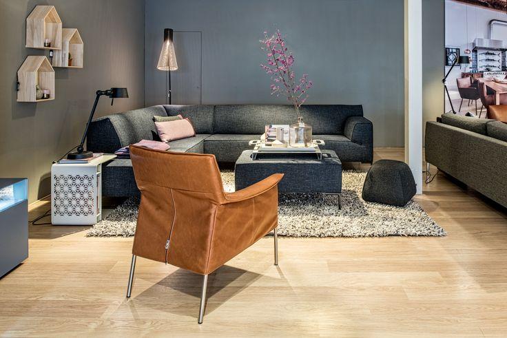 Design on stock  hoekbank Bloq met fauteuil Limec, karpet Spring en vloerlamp Secto