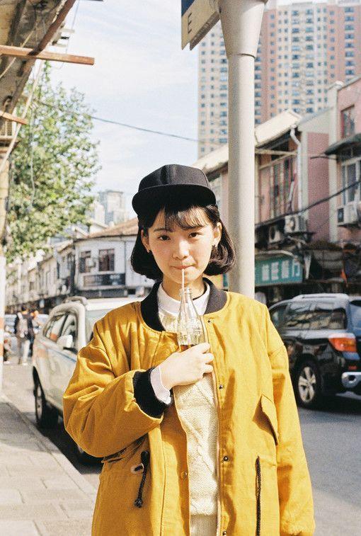 Outfit inspiration: bomber jacket + black cap.