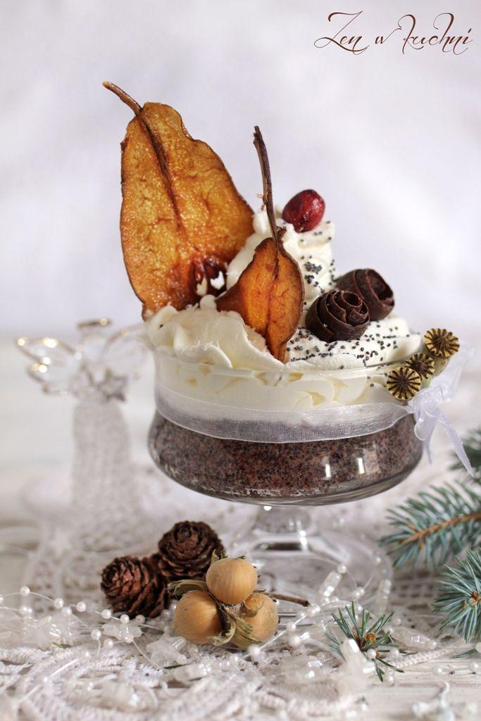 Deser makowy z karmelizowaną gruszką