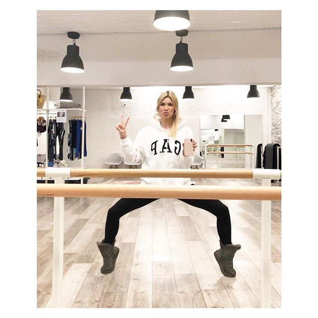 Meet me at the Barre Hamburg  Ich freu mich auf euch! 29.01.-01.02. Super heisse Moves viel Cardio und Kraft in einem perfekten Mix! Uh! Das wird hot! With Love Conni  _ _ _  @youpila.company #original #design #youpilacompany #thebestisyettocome #professional #exercise #abs #workout #barre #barreworkout #love #passion #fitfamgermany #strength #blonde #powerful #ladies #besties #düsseldorf #hamburg #vibes #sweat #fitness #knowledge #smart #goodplace #lifestyle #fitness #training…