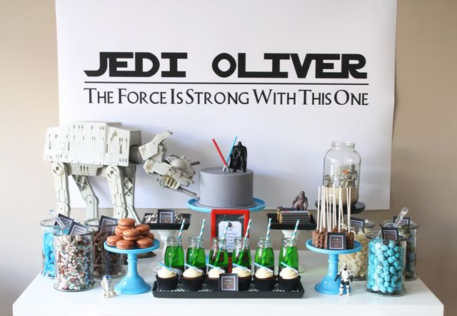 Una mesa muy apetecible para una fiesta Star Wars / An appealing table for a Star Wars party