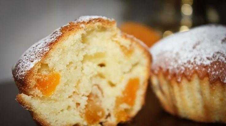 Grízes barackos muffin, mire kettőt pislogtam, a család fel is falta az egészet!