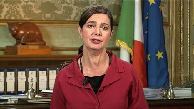 Laura Boldrini chiede al capo della Polizia di Stato di togliere il segreto ai procedimenti disciplinari interni (video)