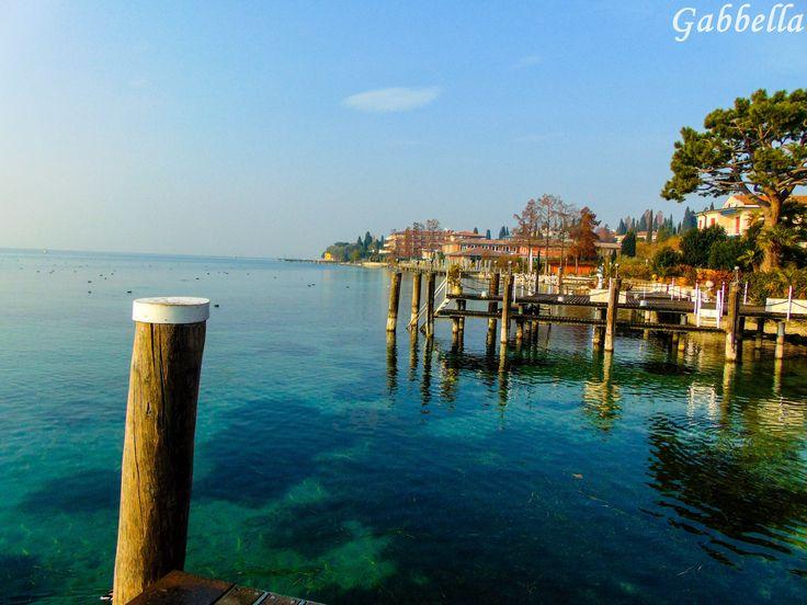 Lacul Garda din Italia, situat în regiunea alpină este înconjurat de orașe minunate cum ar fi Verona, Veneția, Milano şi Sirmione. Garda este cel mai mare lac din Italia şi are numeroase orașe istorice și sate de-a lungul țărmului. Agentia Viotop Travel recomandă această destinaţie. Pentru mai multe informaţii vă invităm să vizitaţi site-ul nostru http://www.viotoptravel.ro/italia.html, fie să ne contactaţi telefonic:  0731013105; 0371308970, fie pe e-mail la: rezervari@viotoptravel.ro