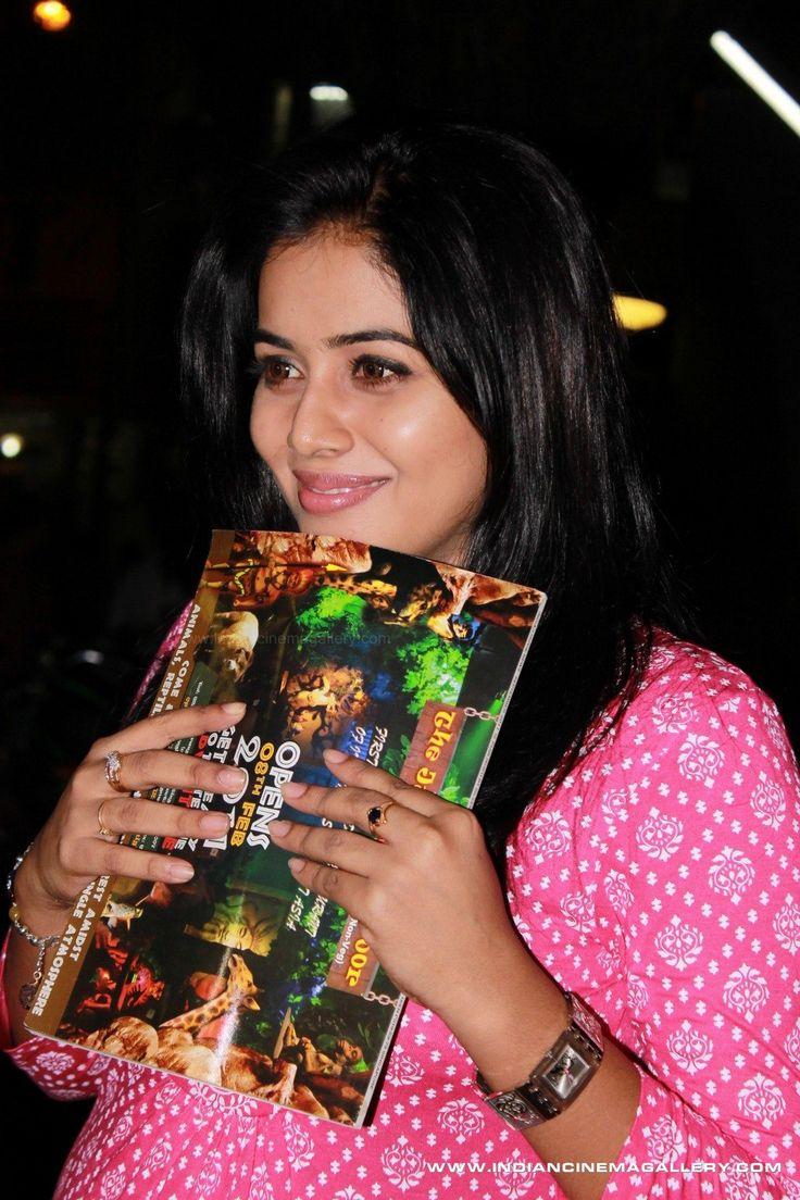 Poorna-aka-Shamna-Kasim-2011-stills-(3)