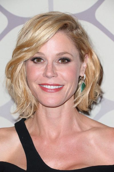 Julie Bowen Short Wavy Cut - Short Hairstyles Lookbook - StyleBistro