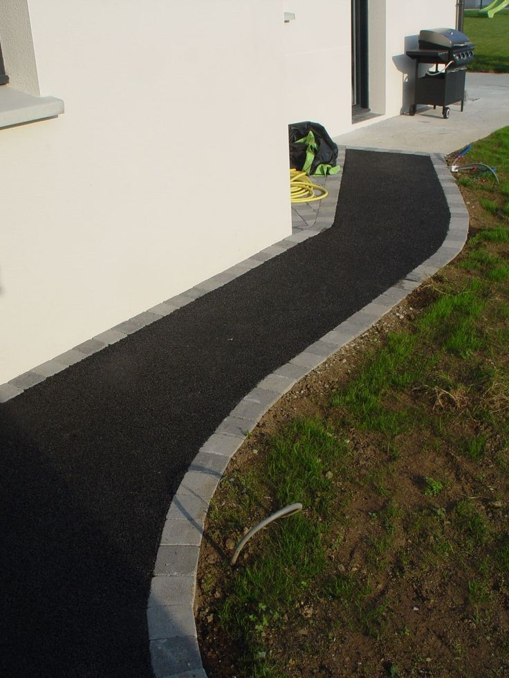 petit chemin arriere avec pavee bitume - Bientôt chez nous à CONGALIC dans notre maison BBC  - Ergué-Gabéric -  par DOMNAT29 sur ForumConstruire.com