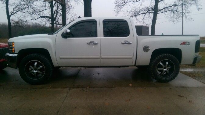 2012 Chevy Silverado with 35/12.5/20 mt tires with only a leveling kit