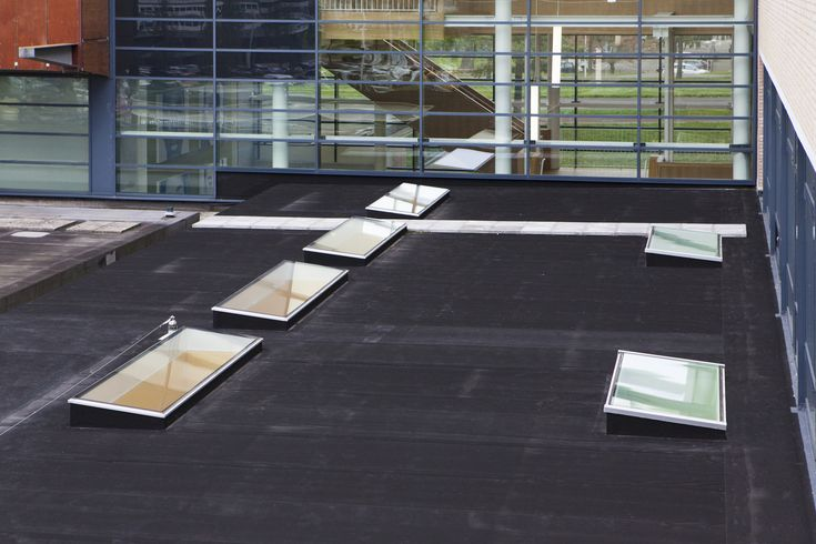Daklichten van #Vlakkelichtkoepel voor het Mundus College in Amsterdam