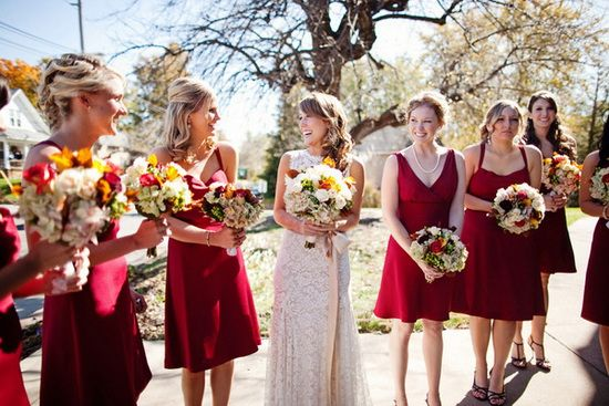 wedding in autumn red bridesmaid dresses / pervinca abiti damigella vestiti testimone  per matrimonio autunnale