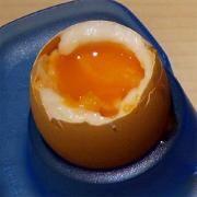 Huevo pasado por agua - Valores nutricionales y calorías de Huevo de gallina pasado por agua ( también conocido como huevo tibio)