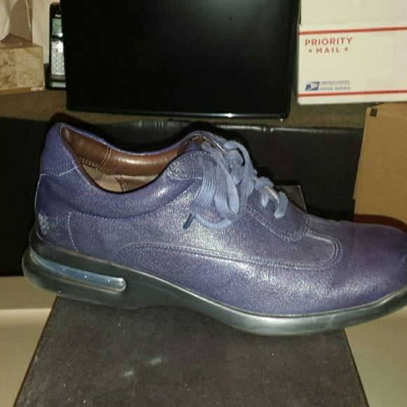 Air Conner Cole Haan Navy Blue  with  Dust Bag minor scratch on the back but not  noticeable. Cole Haan Shoes