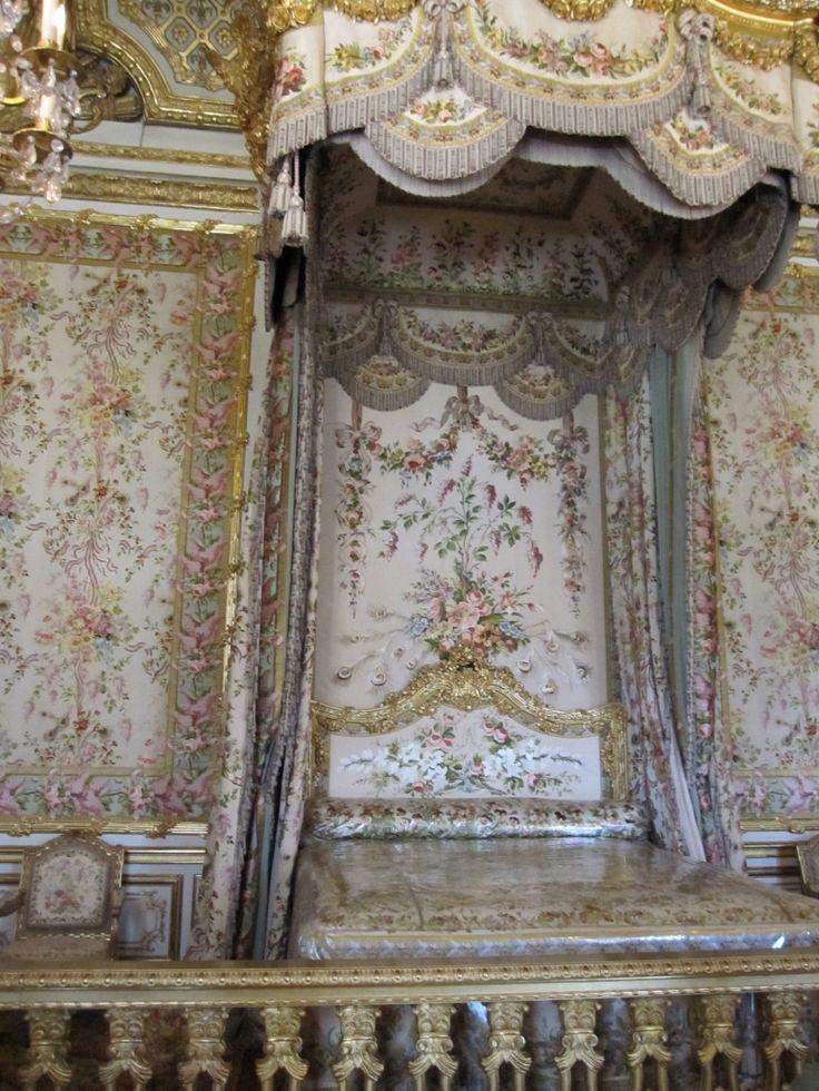31 best royal bedrooms images on pinterest royal bedroom queen bedroom and palaces. Black Bedroom Furniture Sets. Home Design Ideas