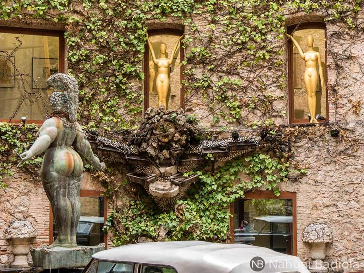 El arte surrealista de Salvador Dalí adquiere su máxima expresión en el Teatro-Museo Dalí, en el centro de Figueras. Romperá los esquemas de tu imaginación. Si quieres saber más, visita https://www.losmundosdeceli.com/teatro-museo-dali/