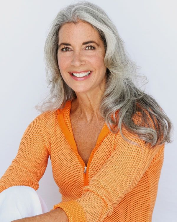 long silver wavy hair | 40plusstyle.com
