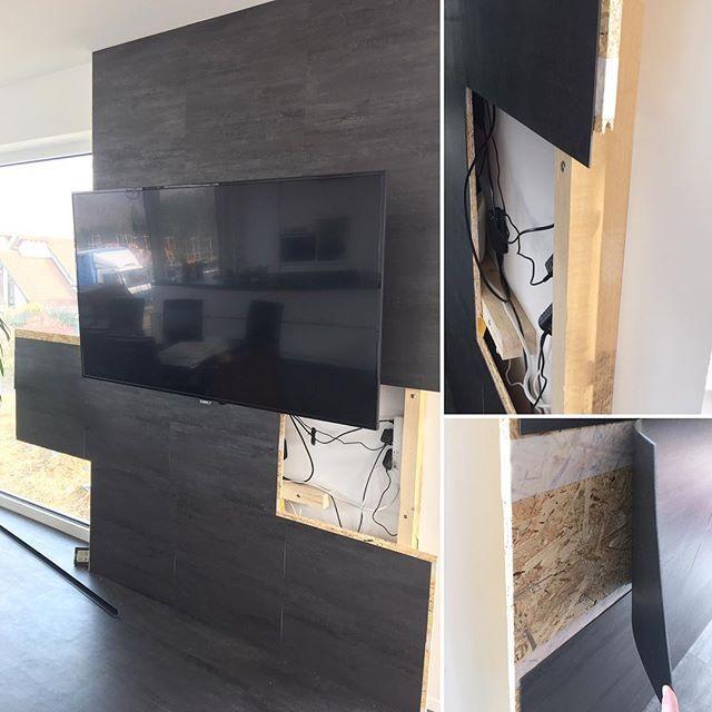 Gestern haben uns ein paar von euch gefragt wie wir bei der TV-Wand an die Kabel und Geräte kommen wenn man mal dran muss.  Wir haben Holzplatten mit Nut und Feder verwendet, sie beim Zusammenbau nicht zu fest zusammengesteckt und daher lässt sich die eine Platte wo die Kabel und Geräte drunter sind noch verschieben wenn die Schrauben raus sind. Da wir unser #Wineo Vinyl was wir auch auf dem Boden haben an der Wand weitergeführt haben konnten wir es an der Wand super mit…