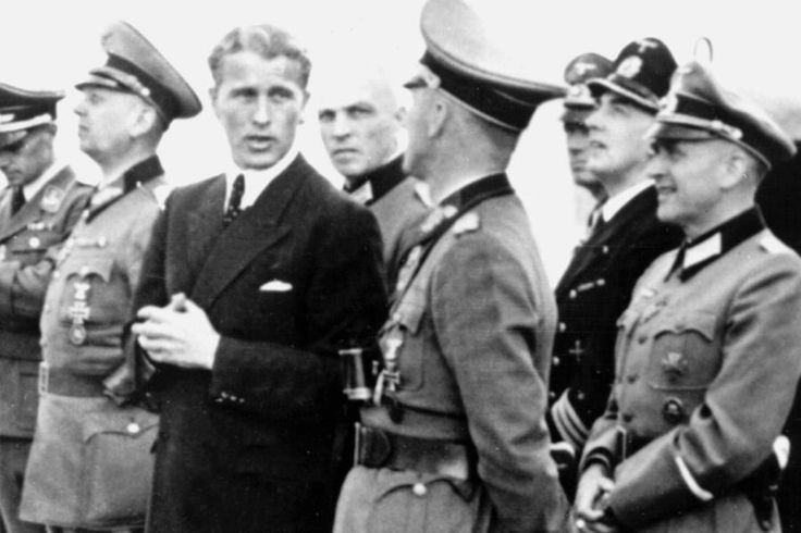 Werner von Braun und deutsches Militär beobachten die Raketenstarts