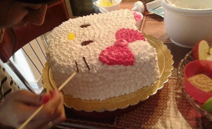 Hello kitty cake..