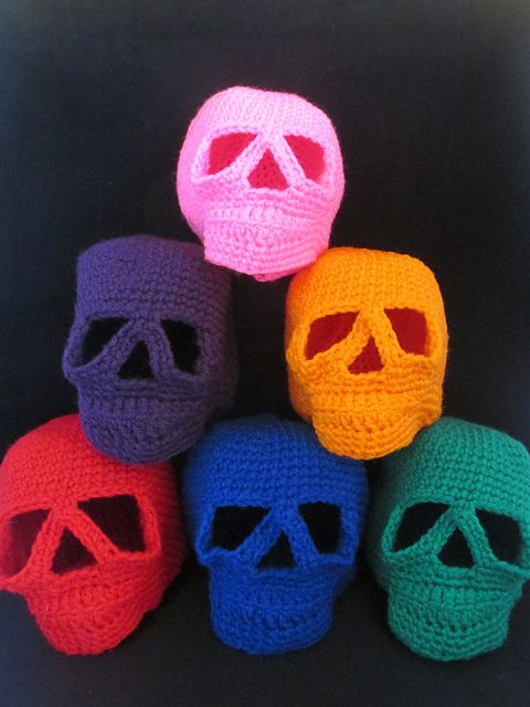 Ravelry: Day of the Dead Skull - Amigurumi Style pattern by Teresa de Roulet http://www.ravelry.com/patterns/library/day-of-the-dead-skull---amigurumi-style