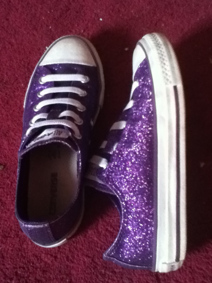we all love sparkly converse shoes pinterest