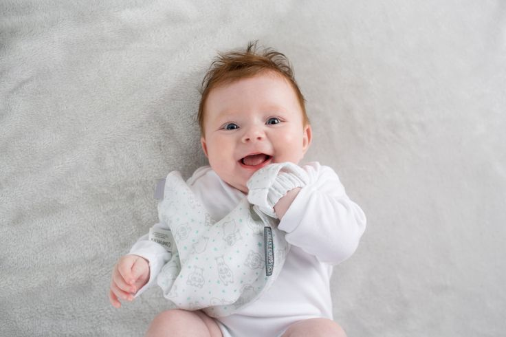 Suuuuper happy! 😃 Weekend is coming and we have the softest muslin doudou to carry around!  Meet the new muslin products by Cheeky Chompers!