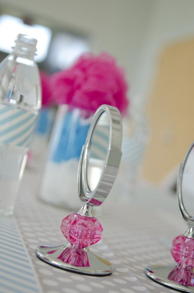 Sweet Spa Party: Tablesetting and Mini AQ Mirrors