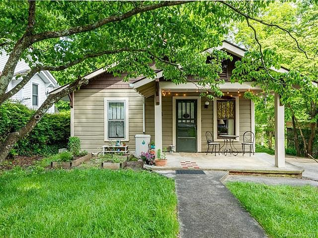 17 Oteen Park Pl Asheville Possible Rental House North Carolina Homes House Rental Real Estate