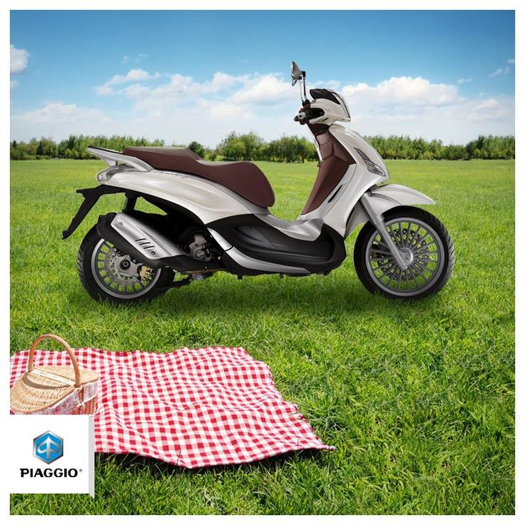 Take a break, and enjoy the green space of your city. #piaggio #picnic #city
