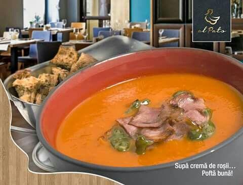 Este ceva fascinant într-o supă de roșii. Atât de simplă, însă echilibrată, aromată și deosebit de gustoasă, această supă cremoasă, fină și ușoară încântă aproape orice gust. Plină de vitamine și arome de primăvară, supa cremă de roșii deschide într-un mod ideal masa de prânz.